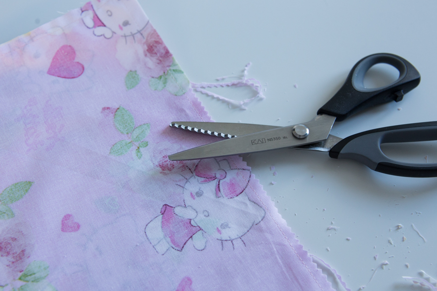 cranter les marges de couture
